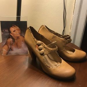 Miz Mooz Tan / Nude Heel 7.5 | Only worn once